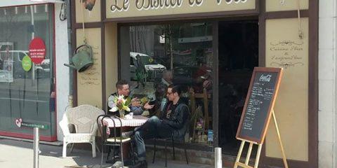 Die feinen Herren beim Frühstück!
